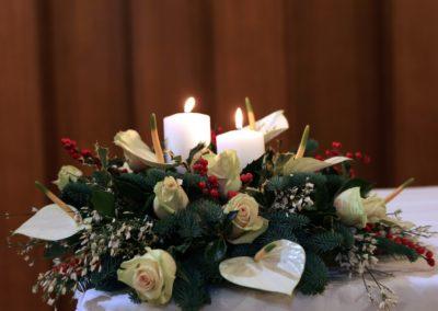Composizione calle, rose e candele