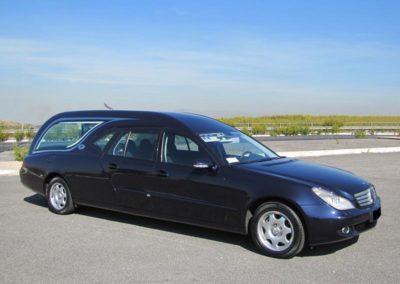 Mercedes Limousine Blu quattro porte