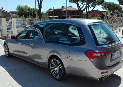Mercedes-Limousine-argento-metallizzato-4-porte